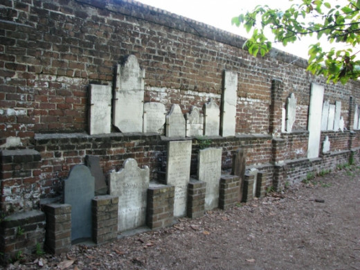 Colonial Park Cemetery Back wall