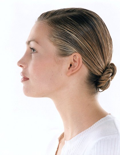 Hairstyle - Stick with the classics There are some great hairstyles that are classic and seem to never go out of fashion. Keep your hairstyle classic and simple.