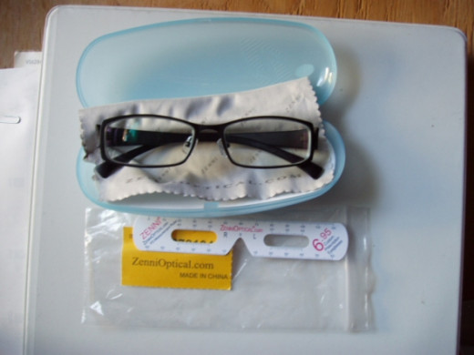 My glasses comes in a clear, hard plastic case, with a wiping cloth and a plastic PD measuring ruler. Be sure to save the plastic zip bag with your order number on it. You will need it if you decide to return the glasses. (Unless the thirty days peri