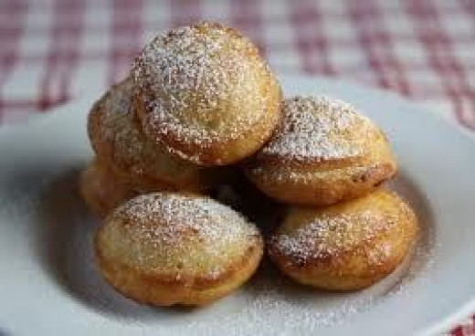 Ebelskivers with powder sugar