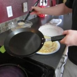 How to Find the Best Pancake or Crepe Pan