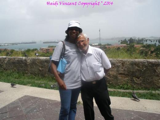 A photo with the Colombian old man inside Parque de Las Palomas