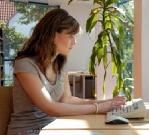 woman at laptop on lunch break