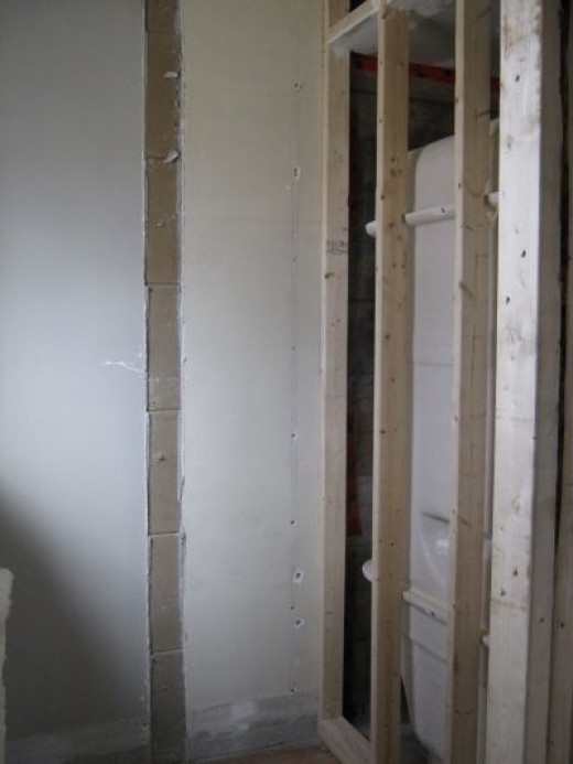 The walk in closet is on the back side of the tub.