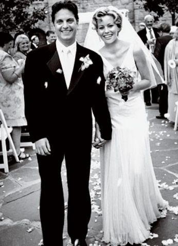 Elizabeth Banks married Max Handelman in 2003 wearing a silk chiffon gown by Christian Dior. Lots of beautiful fabric for an otherwise simple looking dress.