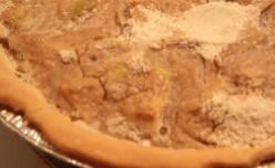 Mom's Sour Cream Apple Pie