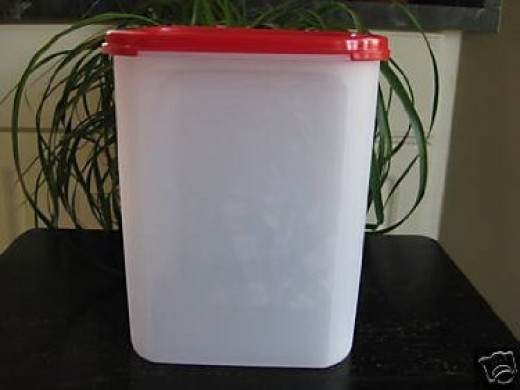 23 Cup Tupperware Container