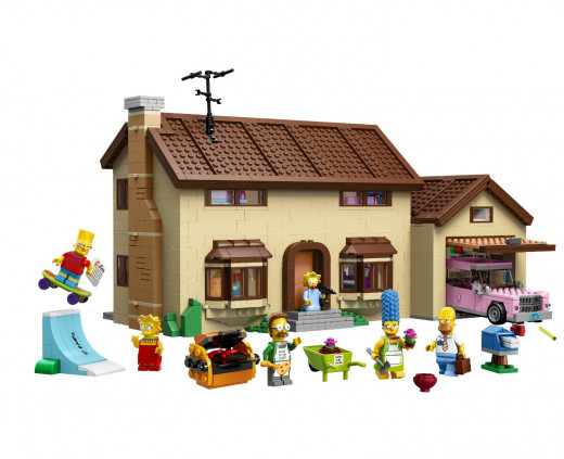 The exterior of the Simpsons house, which shows you all six of the included mini-figures, the car and the outside gear. I love the barbeque!