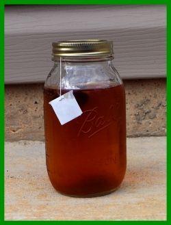 making sun tea in a mason jar