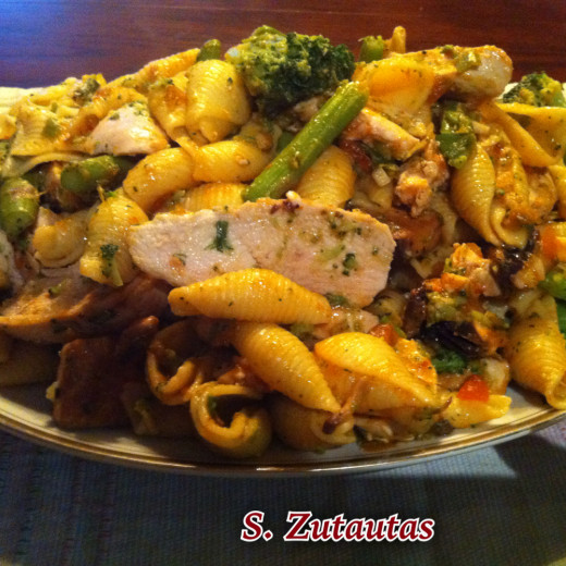 Chicken Asparagus Broccoli Pasta Salad ready to enjoy.