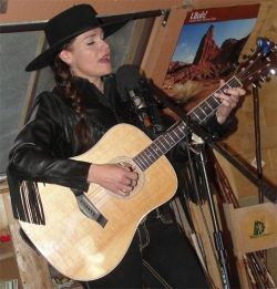 Mary Kaye in live performance, Torrey, Utah