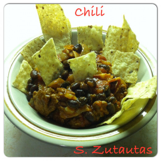Chili with tortilla chips
