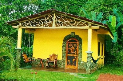 A cute tourist cottage near the heated volcanic pools in Arenal Hot Springs