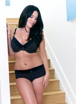 Australian Plus Size Model Penelope Benson
