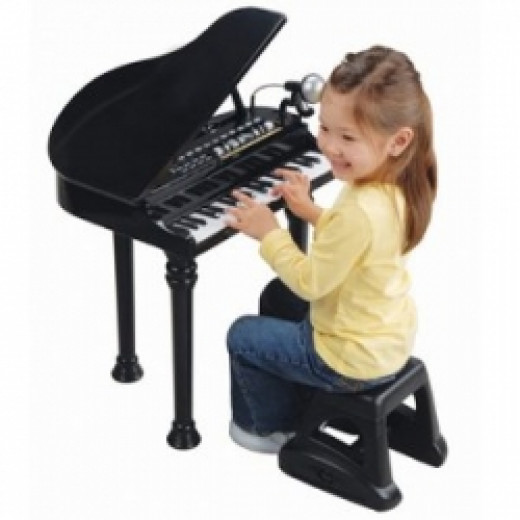 Child toy piano teaches musical appreciation