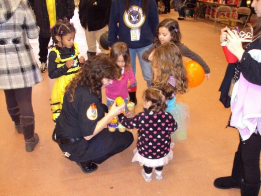 Who doesn't love Halloween cupcakes decked out in frosting and sugar candies and fall colors! The kids love cupcakes and well, so do the firefighters.