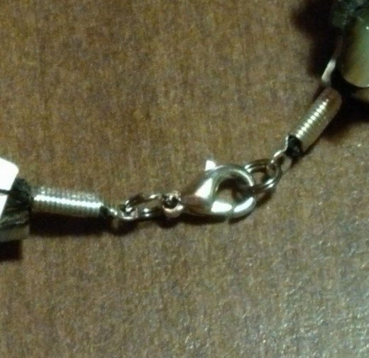 The lobster-claw clasp - close up.