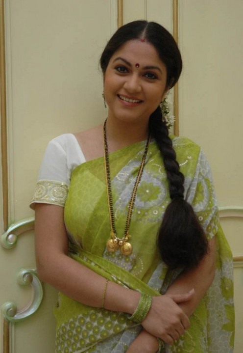 Gracy Singh in Green Saree Pictures - wallpapers Gallery