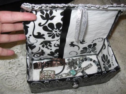 upcycle bandanna-napkin jewelry box