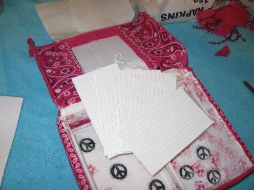 To line the lid, cover it with note cards, construction paper or cardstock, otherwise the pink of the bandanna will show through.