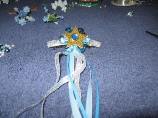Glue the flower star to the barrette