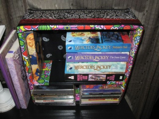 Let it dry overnight. Yahoo! You're all done. Fill it up! I put in some of my favorite tunes and some Mercedes Lackey books that I simply adore. What do you want to display?
