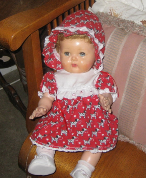 Embellish doll clothes with lace for a snazzy look to Tiny Tears's outfit.