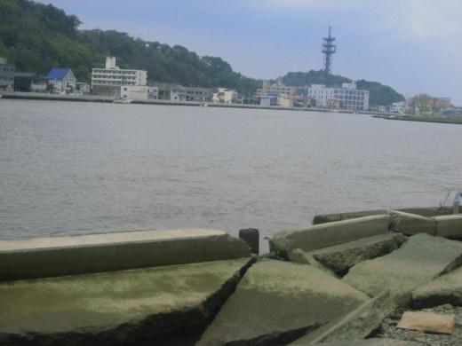 Damaged cracked sidewalks along the Kyu-Kitakami River !