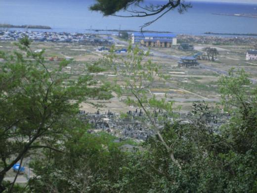 Looking over at empty lots in the Kadonowakicho and Minamihamacho areas.