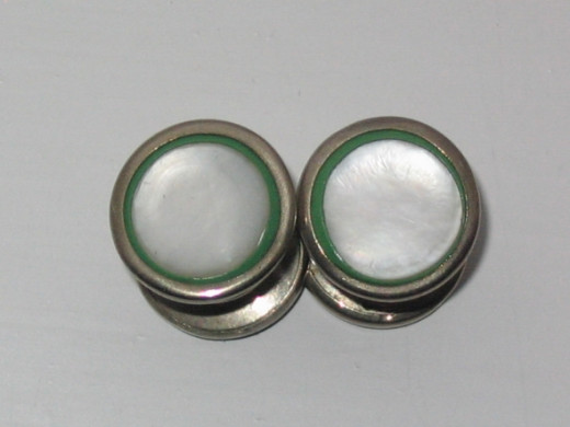 MoP snap cufflinks in a green celluloid frame with white metal mounts