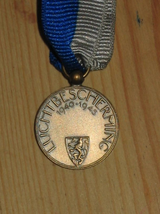 WW2 Dutch Air Raid Defence Medal - reverse
