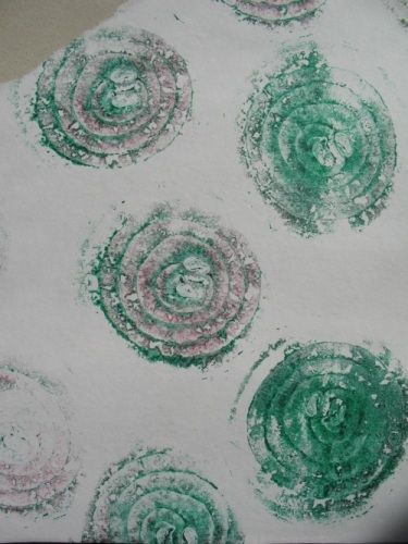 Two-coloured onion print.