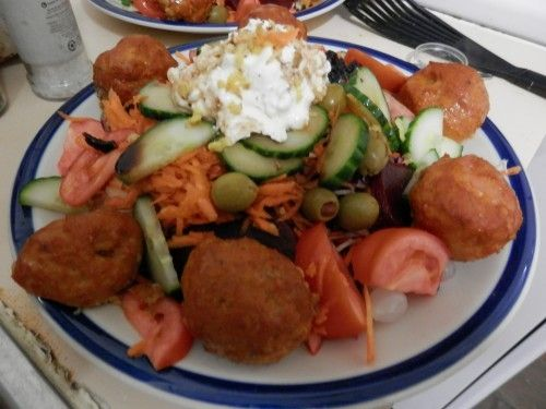 Baked shrimp balls and salad as a healthy dinner feast.
