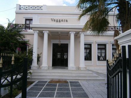 Veggera Hotel... a posh neo-classical complex...entrance
