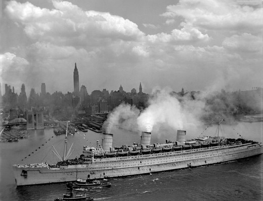 The Queen Mary arrives in New York, 1945