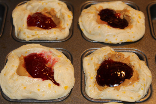 Left Filled with Strawberry JellyRight Filled with Raspberry Jelly