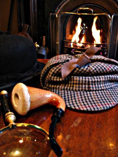 Sherlock Holmes pipe and deerstalker