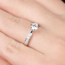 Fake Diamond Engagement Rings That Look Real