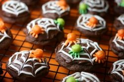 Cereal Spider Cupcakes