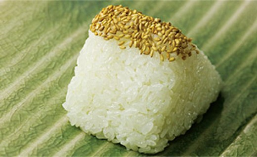 Shio-musubi, simple white rice omusubi with salt and some sesame