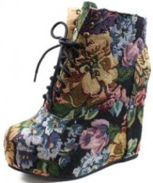 Vintage Berkeley-05 Floral Laced Up Wedge Heel Ankle Boots