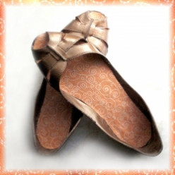 How to Revamp an Old Pair of Shoes with Spray Paint and Fabric Scraps!