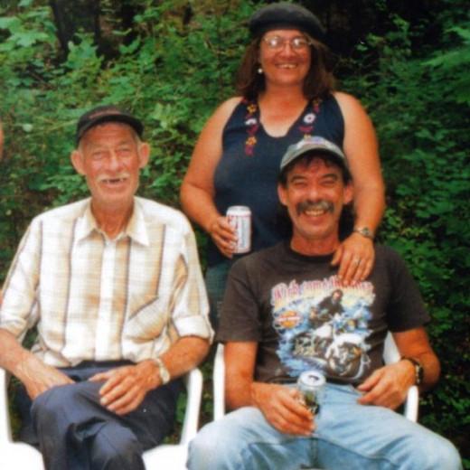 Redneck family photo. Show your redneck smile.