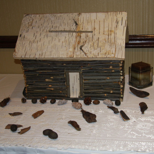 Log cabin wedding card box. ideal for a country or redneck theme wedding.