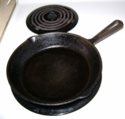 Collectible Cast Iron: Griswold Pans and Skillets