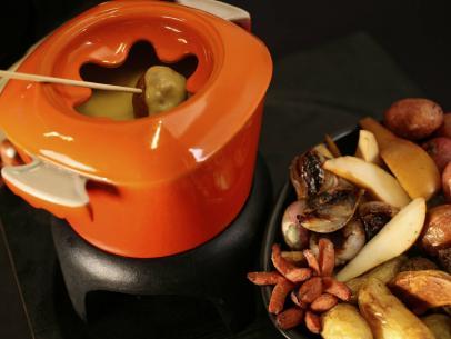 Recipe makes 6 servings/3 cups fondue