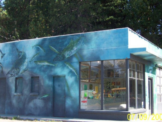 The Klamath Siskiyou Art Center's fish mural.
