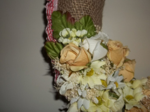Left side of the wreath showing the flower design
