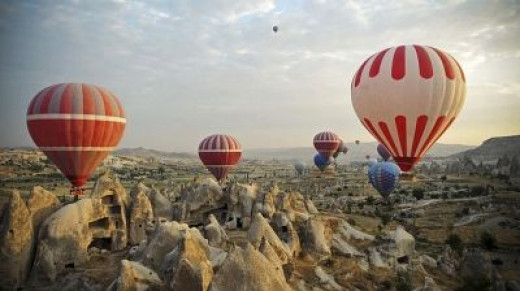Cappadoccia is truly one of the most gorgeous sceneries and with perfect wind conditions for ballooning.