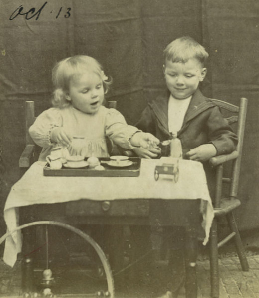 Synco drinking tea with his sister Heleen